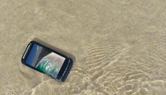 is otterbox waterproof